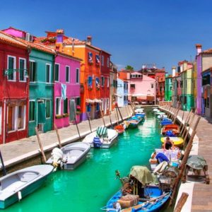 INSLANDS TOUR OF MURANO AND BURANO.Travel through the Venice Lagoon for a stress-free visit to two of its most picturesque islands.
