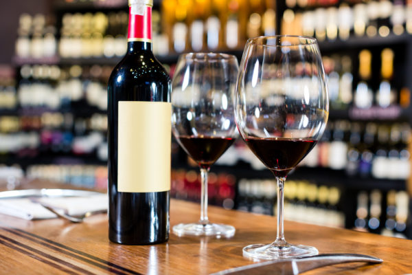 Enjoy an extraordinary experience together with our guide in one of the oldest inns in Bologna with a tasting of local wines